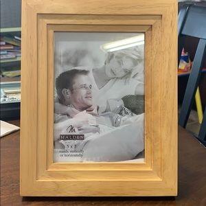 New Malden International Designs 5x7 Frame
